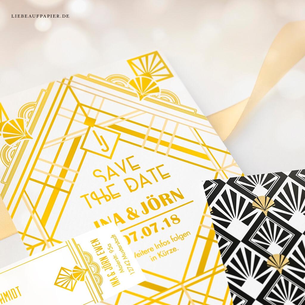 Nr. 32 – Individuelles Design – Doppelseitige Save the Date-Karte im Art-Deco-Stil mit personalisierten Adressetiketten.